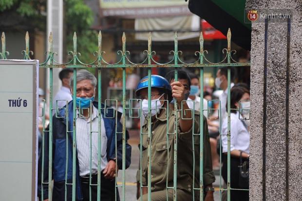 Đang xét xử vụ Đường Nhuệ đánh người tại trụ sở công an: Nhiều người dân có mặt từ sớm để theo dõi - Ảnh 8.