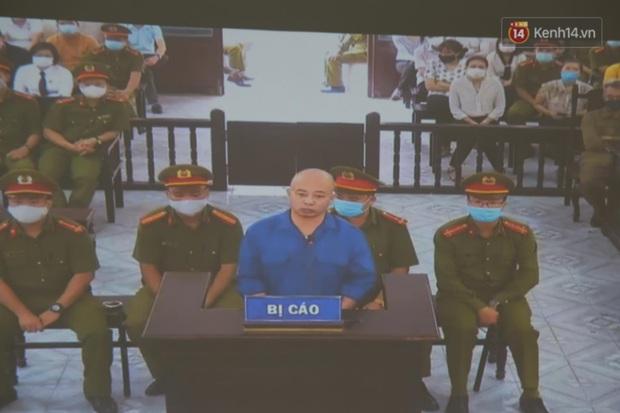 Đang xét xử vụ Đường Nhuệ đánh người tại trụ sở công an: Nhiều người dân có mặt từ sớm để theo dõi - Ảnh 2.