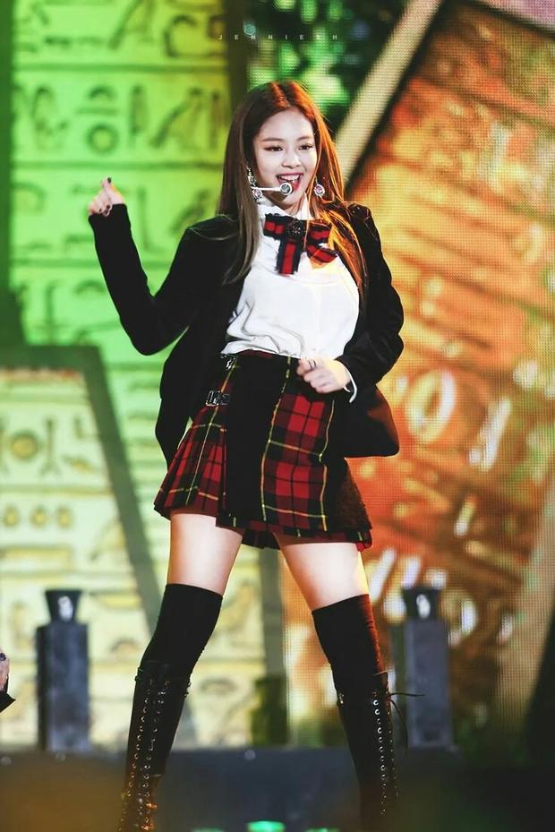 Jennie (BLACKPINK) là idol hiếm hoi hoá từ sexy sang ngây thơ trong nháy mắt, chuyên gia phân tích 4 lý do khiến fan gật gù - Ảnh 10.