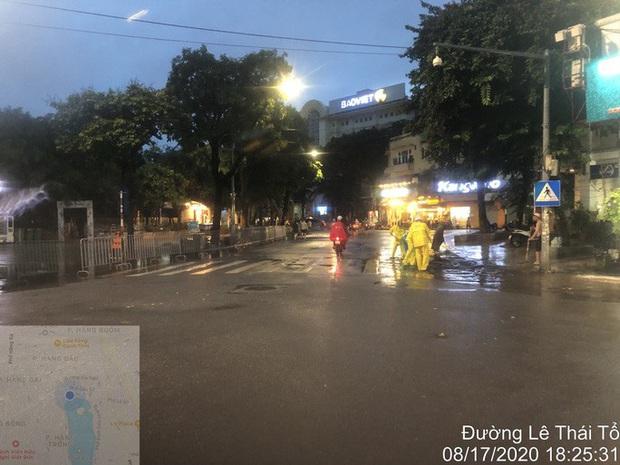Vì sao nhiều tuyến phố quanh hồ Gươm ngập sâu trong trận mưa lớn? - Ảnh 4.