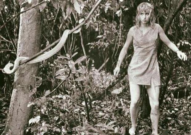 Chuyện ly kỳ về cô bé duy nhất sống sót sau tai nạn máy bay: Rơi từ độ cao 3000m xuống rừng rậm, đi bộ liên tục trong 10 ngày đêm - Ảnh 3.