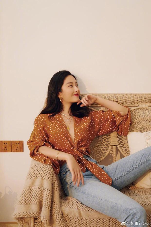 Người tình của cha nuôi Lưu Diệc Phi: Nhan sắc chẳng kém thần tiên tỷ tỷ, style đẹp như gái Pháp khiến dân tình mê mẩn - Ảnh 10.