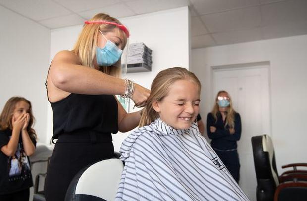 Có mái tóc dài đáng mơ ước như công chúa tóc mây, cậu bé 9 tuổi lần đầu tiên cắt đi vì mục đích đặc biệt và cực kỳ ý nghĩa - Ảnh 3.