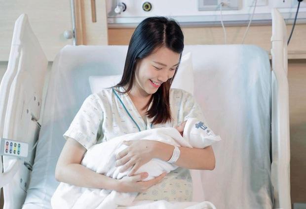 """Một mình sinh và chăm con nhỏ vì xa chồng, """"mẹ bỉm"""" Hoàng Oanh có chia sẻ gây chú ý - Ảnh 4."""