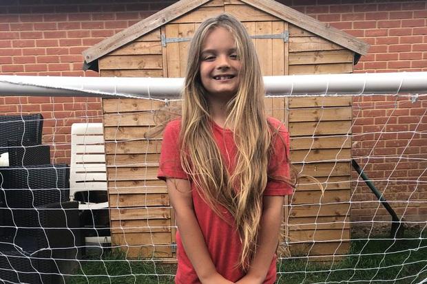 Có mái tóc dài đáng mơ ước như công chúa tóc mây, cậu bé 9 tuổi lần đầu tiên cắt đi vì mục đích đặc biệt và cực kỳ ý nghĩa - Ảnh 1.