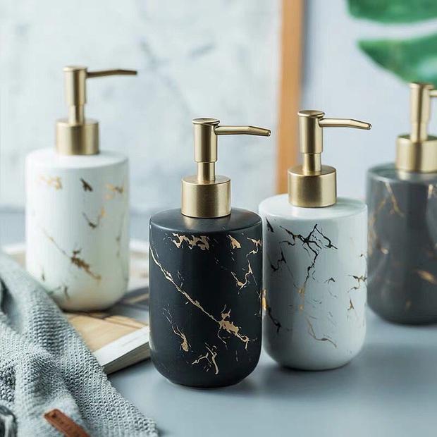Biến phòng tắm thành tổ chill không khó nếu bạn biết đến 15 món đồ trang trí vừa xinh xẻo lại gọn gàng thế này - Ảnh 14.