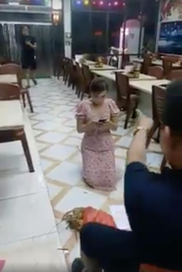 Bắc Ninh: Khởi tố, bắt tạm giam chủ quán bắt cô gái quỳ gối vì bóc phốt đồ ăn có sán - Ảnh 3.