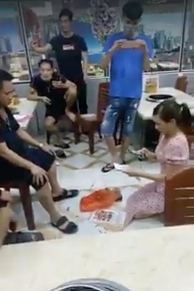 Vụ cô gái bị bắt quỳ gối trong quán nướng: Chủ tịch TP. Bắc Ninh ra công văn hỏa tốc giao công an - Ảnh 2.
