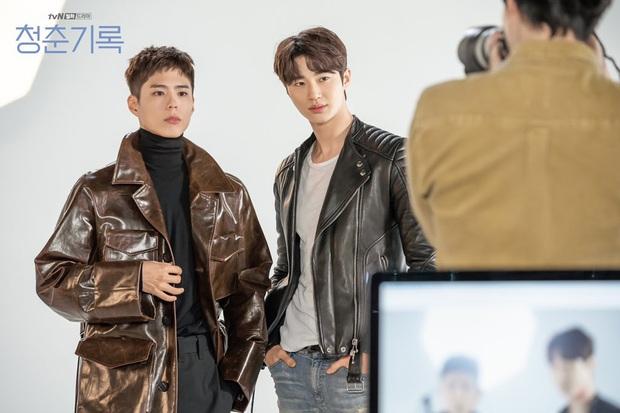 Park Bo Gum cùng nam phụ đọ sắc căng đét ở Record of Youth, chị em biết lựa anh nào đây? - Ảnh 2.