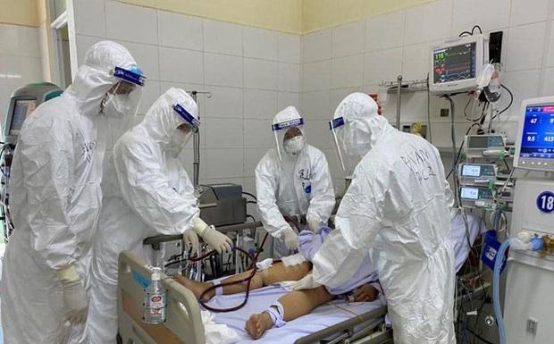 Bệnh nhân 418 và cha ruột đều tử vong không phải do Covid-19 - Ảnh 1.
