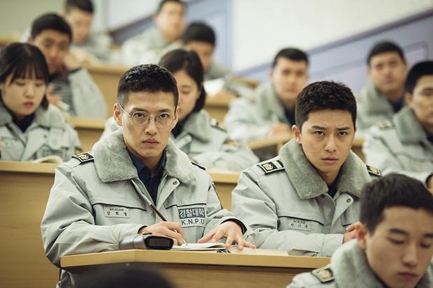 Kang Ha Neul tái ngộ bồ cũ IU và anh em chí cốt Park Seo Joon ở phim điện ảnh mới - Ảnh 3.