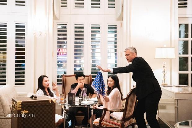 Giải trí thời Covid, các buổi tiệc giới hạn số lượng lên ngôi, nhiều người sẵn sàng bỏ gần 4 triệu đồng để vừa ăn tối vừa xem ảo thuật trong 2 tiếng - Ảnh 1.