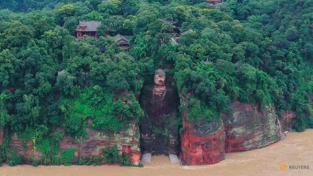 Trung Quốc sơ tán 100.000 dân khi lũ đe doạ cả di sản - Ảnh 1.