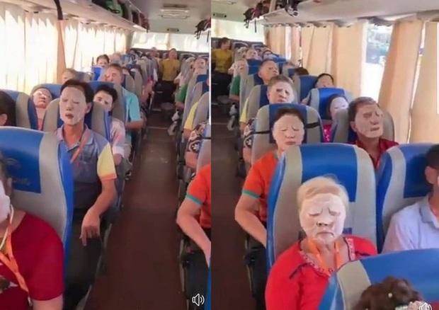 Thú vị cảnh tượng hướng dẫn viên du lịch xin một chút bình yên trên xe chỉ bằng thứ chị em dành để chăm sóc da mỗi ngày - Ảnh 1.