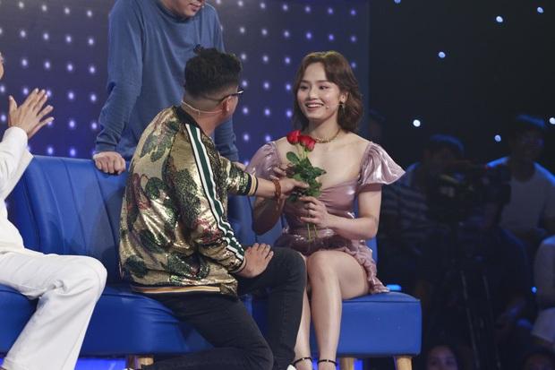 Sao hớ hênh trên sóng truyền hình: Từ Mai Phương Thúy đến Phạm Quỳnh Anh đều ngượng chín mặt vì váy áo phản chủ - Ảnh 5.