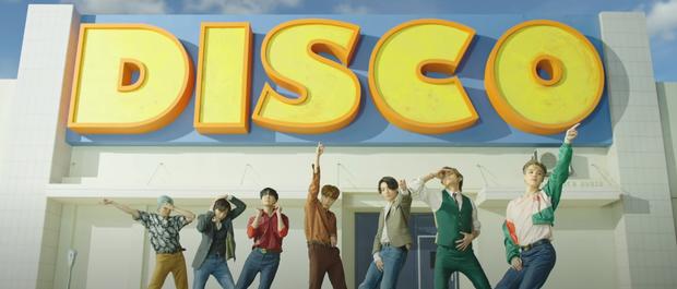 5 khoảnh khắc bạn bỏ lỡ trong teaser MV của BTS: Đội hình xếp theo thứ tự gia nhập Big Hit, ngược về quá khứ tri ân các boyband huyền thoại? - Ảnh 12.
