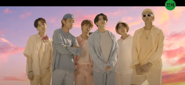 5 khoảnh khắc bạn bỏ lỡ trong teaser MV của BTS: Đội hình xếp theo thứ tự gia nhập Big Hit, ngược về quá khứ tri ân các boyband huyền thoại? - Ảnh 4.