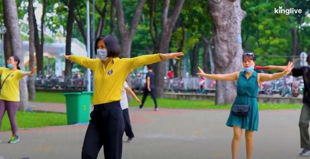 Hà Nội, Đà Nẵng, TPHCM: Những ngày cuối tuần vắng vẻ khi người dân chung tay chống dịch Covid-19 - Ảnh 6.