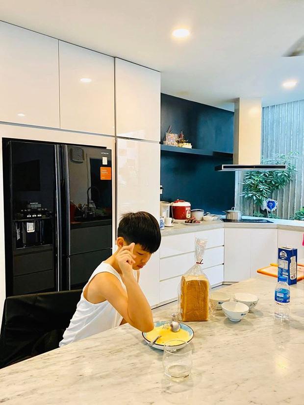 Hà Hồ quả là số hưởng: Cuối tuần được con trai vào bếp nấu ăn tẩm bổ, Kim Lý quấn lấy vợ bầu không rời! - Ảnh 3.