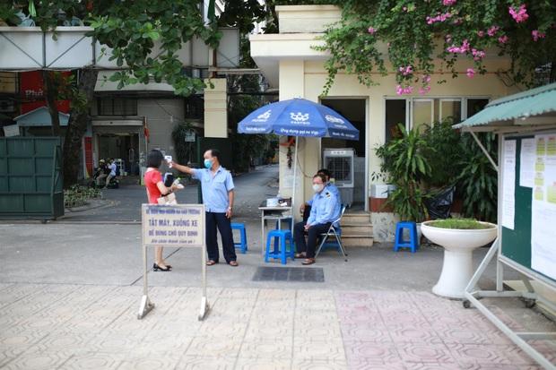 Trường THPT đầu tiên của Hà Nội hoàn thành tuyển sinh vào lớp 10 - Ảnh 1.