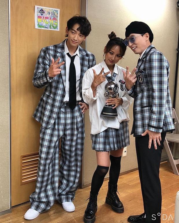 """""""Tân binh ngang ngược"""" SSAK3 phốt liên hoàn: Phát hiện dòng chữ cảnh báo ở phòng chờ Lee Hyori, nghi Yoo Jae Suk - Bi Rain cô lập nữ ca sĩ - Ảnh 2."""