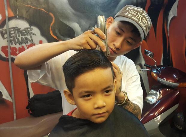 Em trai 9 tuổi của Wowy khóc nức nở khi anh mình không thu được thí sinh nào trong tập 1 Rap Việt - Ảnh 2.