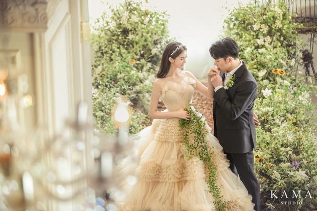 Cô dâu mới Hyelim (Wonder Girls) hé lộ dàn khách mời quyền lực trong đám cưới: Hội tụ dàn sao đình đám, TWICE xinh đẹp chẳng kém cô dâu - Ảnh 10.