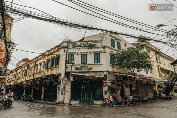 Phố đi bộ Hà Nội vắng tanh ngày cuối tuần trước thời tiết âm u  - Ảnh 12.