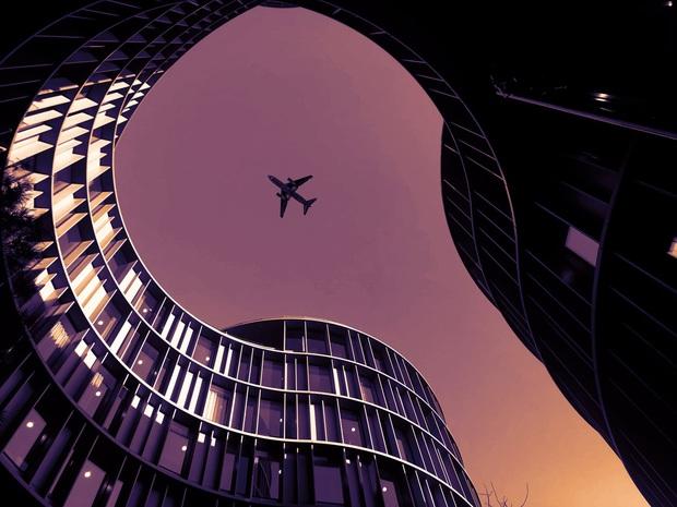 Muốn biết máy bay trên trời đi nhanh đến cỡ nào, cứ xem qua khoảnh khắc hiếm hoi này sẽ rõ! - Ảnh 3.