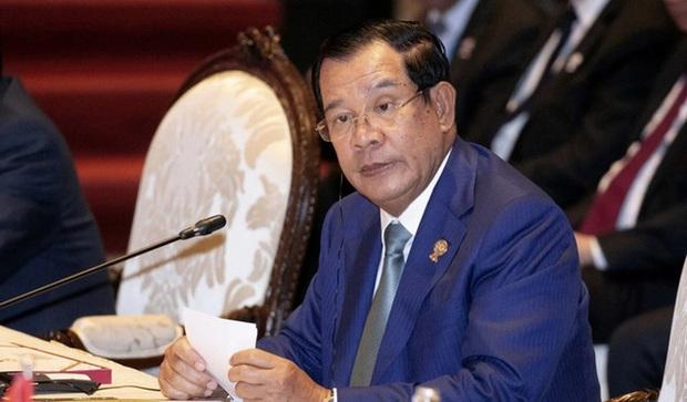 Campuchia sắp phạt đàn ông cởi trần, phụ nữ mặc váy quá ngắn hoặc quần áo xuyên thấu - Ảnh 1.