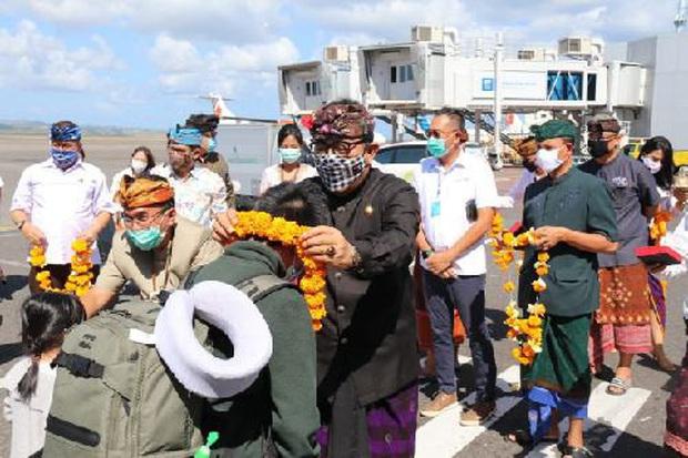 4.000 du khách đến Bali (Indonesia) trong ngày đầu tiên mở cửa trở lại - Ảnh 1.
