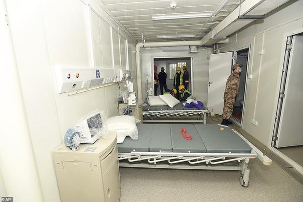 Vũ Hán: Vì sao bệnh viện COVID-19 dã chiến vẫn còn nguyên dù đã đóng cửa 100 ngày? - Ảnh 1.