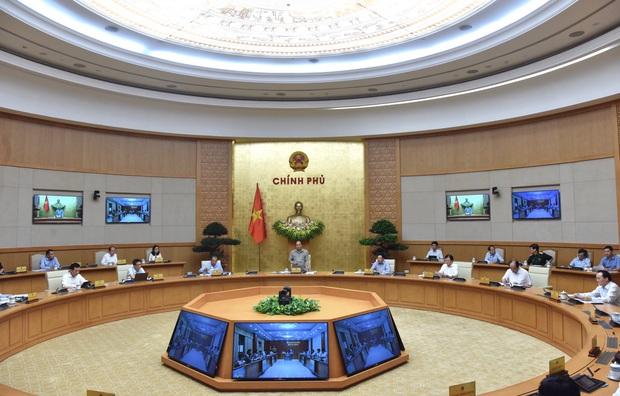 Thủ tướng: Tính toán chặt chẽ trước khi quyết định giãn cách xã hội - Ảnh 3.