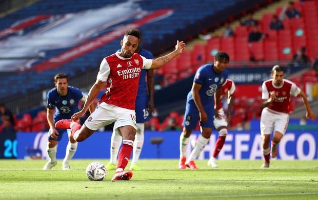 Chiến binh báo đen Aubameyang tỏa sáng rực rỡ giúp Arsenal vô địch giải đấu lâu đời nhất thế giới - Ảnh 3.