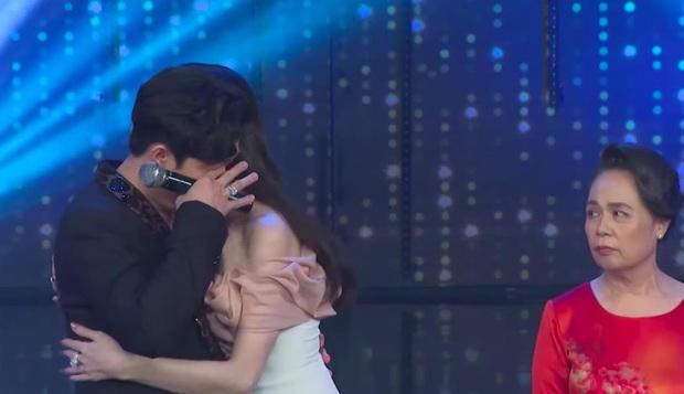 Rơi nước mắt ngay tập mở màn Rap Việt, Trấn Thành được khen ngợi bởi lối dẫn dắt chuyên nghiệp - Ảnh 3.