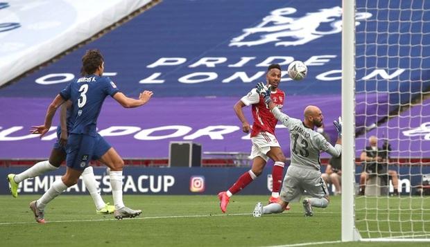 Chiến binh báo đen Aubameyang tỏa sáng rực rỡ giúp Arsenal vô địch giải đấu lâu đời nhất thế giới - Ảnh 4.