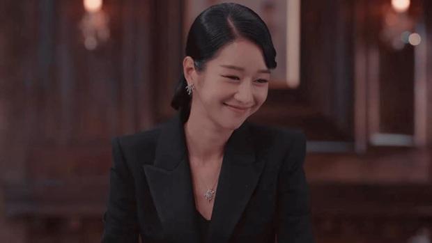 Cả phim đẹp mê hồn, gần cuối phim Seo Ye Ji lại để kiểu tóc xoăn mái nhìn già câng - Ảnh 4.