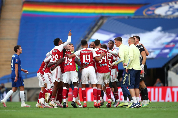 Chiến binh báo đen Aubameyang tỏa sáng rực rỡ giúp Arsenal vô địch giải đấu lâu đời nhất thế giới - Ảnh 6.