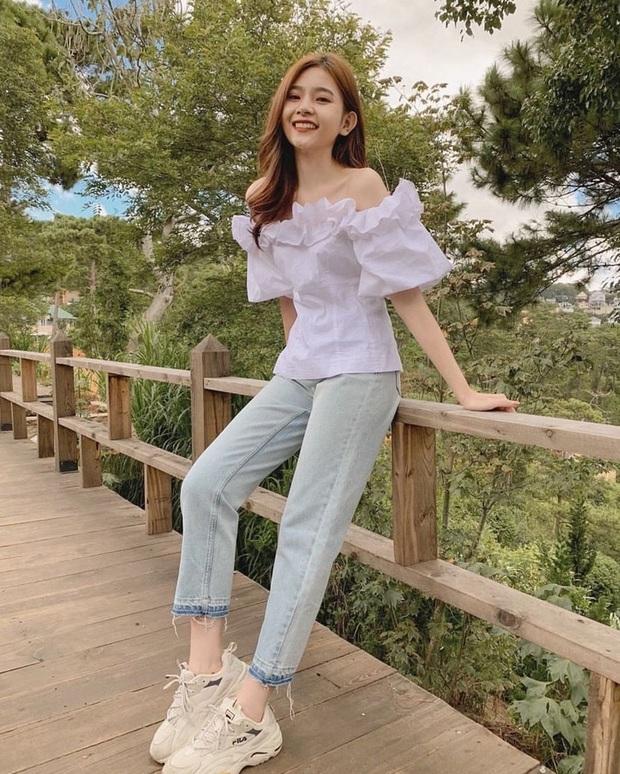 Nếu chỉ sắm 1 kiểu quần jeans, hãy chọn jeans ống đứng: Che nhược điểm đôi chân, mix với áo nào cũng đẹp mà giá chưa đến 200k - Ảnh 2.