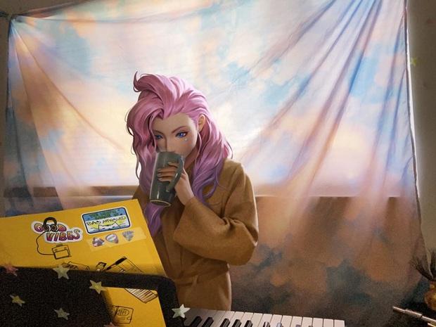Ngắm nhan sắc xinh đẹp của nữ tướng Seraphine, cô ca sĩ của CKTG 2020 - Ảnh 13.