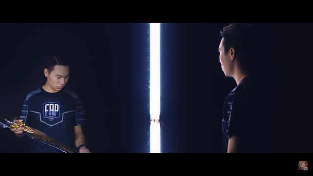 Giải mã trailer Đấu Trường Danh Vọng mùa Đông: Lai Bâng loay hoay tìm cánh cửa thành công, ADC không còn độc tôn trên ngai vàng - Ảnh 7.