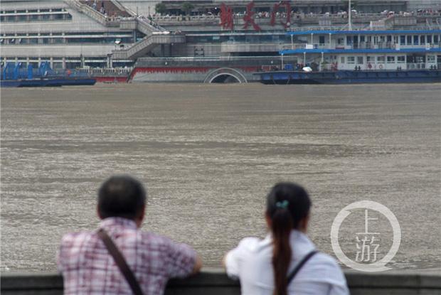 Thành phố nổi tiếng TQ chống chọi đợt lũ lịch sử, nhiều điểm du lịch nổi tiếng chìm trong biển nước, gấp rút sơ tán hơn 20.000 người - Ảnh 1.