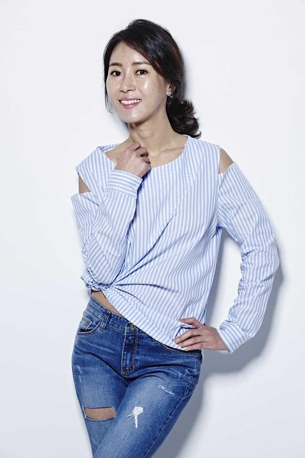 Loạt phim Hàn lao đao vì COVID-19: Hết nữ hoàng rom-com Hwang Jung Eum đến 2 chị đại SNSD đóng băng - Ảnh 18.