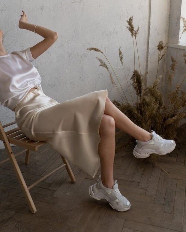 Sắm đủ 5 kiểu chân váy dễ tính sau thì bạn mix đồ cực dễ đẹp, đi đâu cũng được khen trendy - Ảnh 15.