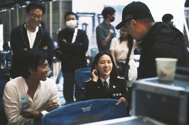 Nghe tin Hyun Bin - Son Ye Jin hẹn hò, lại giở ra ôn lại loạt khoảnh khắc mùi mẫn của anh chị nhà - Ảnh 3.