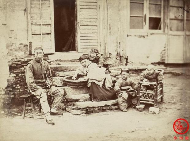 Loạt ảnh cũ quý giá nhất cuối thời nhà Thanh: Diện mạo của Tử Cấm Thành từ 160 năm trước và cuộc sống người dân được khắc họa rõ nét - Ảnh 2.
