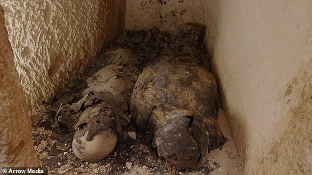 Xác ướp đôi nam nữ phủ kín vàng, yên nghỉ cùng nhau 2.000 năm trong đền cổ hé lộ nơi an táng bí mật của nữ vương tài sắc vẹn toàn Cleopatra - Ảnh 3.