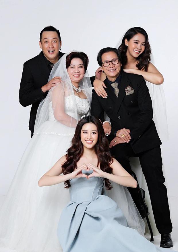 Hoa hậu Khánh Vân khoe ảnh gia đình, chị dâu nổi bần bật với nhan sắc không vừa: Thì ra cũng từng thi Hoa hậu! - Ảnh 2.