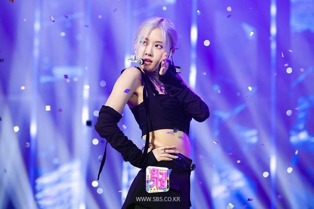 10 khoảnh khắc tiên tử kết màn gây bão MXH của BLACKPINK: Jisoo đúng tầm Hoa hậu, Jennie sexy nhưng Lisa mới là trùm cuối - Ảnh 13.