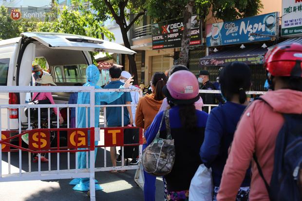 Lịch trình phức tạp của 11 ca mới ở Đà Nẵng: BN1001 là người thứ 6 trong gia đình Phó Chủ tịch phường nhiễm Covid-19 - Ảnh 1.